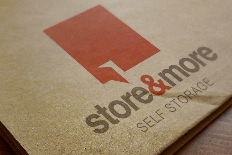 store-&-more-logo-on-box