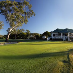Clubhouse-18th-green-sunrise-3