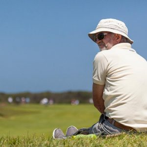 Spectator-watching-golf