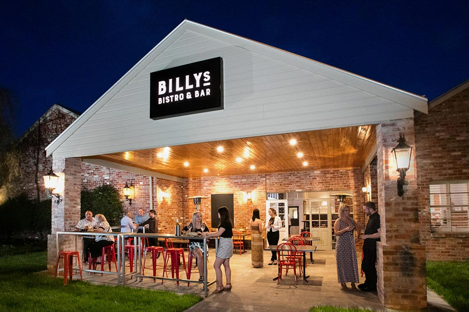 billys-bistro-bar-facade-sign